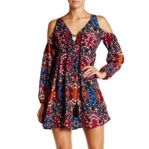 Nwt Romeo + Juliet Couture cold shoulder dress